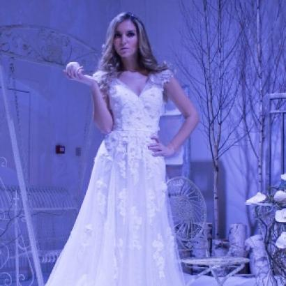 THE HOTTEST TRENDS IN EVENT DECORATIONS AND DRESSES